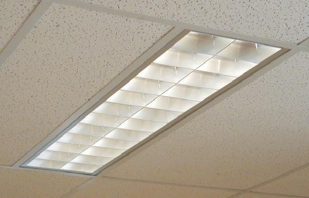 Dispositivo di illuminazione a soffitto a lampada fluorescente