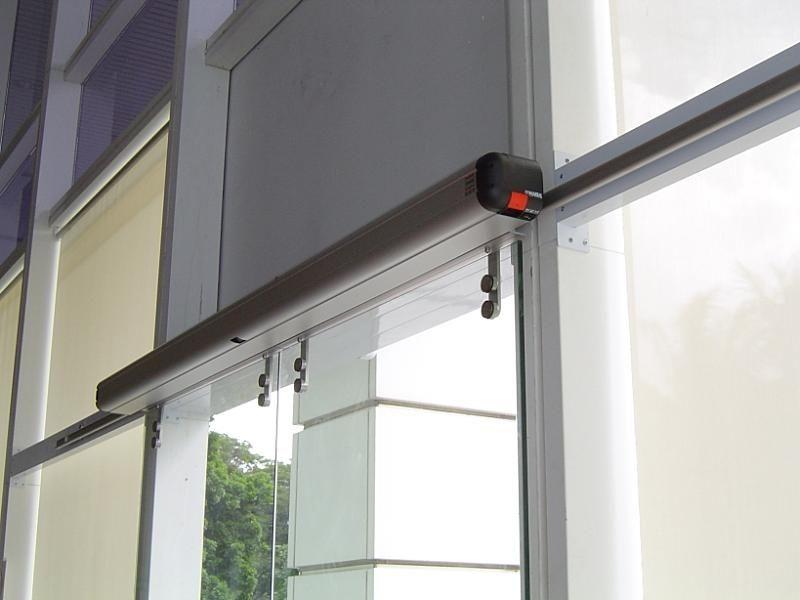 Porta scorrevole / in vetro / da esterno / automatica - ETM ...