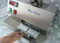 Macchina per imballaggio semiautomatica / in blister / per l'industria cosmetica / per prodotti sfusi