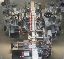 Etichettatrice automatica / per l'industria farmaceutica / in linea / per aplicazioni sulla parte superiore del prodotto