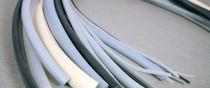 Profilato in schiuma di poliuretano / ad arco / estruso / di tenuta