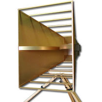 Antenna a microonde / a larga banda / a tromba / rinforzata