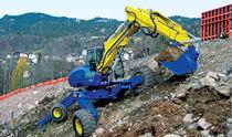 Escavatore di medie dimensioni / ragno / gommato / diesel