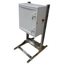Armadio di distribuzione elettrica / da terra / a porte battenti / in acciaio