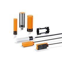 Sensore di prossimità capacitivo / cilindrico / rettangolare / con interfaccia IO-Link