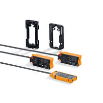 Sensore di prossimità capacitivo / rettangolare / di piccole dimensioni / con interfaccia IO-Link