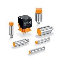 Sensore di prossimità con interfaccia IO-Link / induttivo / cilindrico / rettangolare