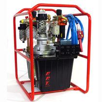 Pompa per chiave dinamometrica / pneumatica / a 8 pistoni / chimica