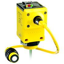 Sensore di distanza ad ultrasuoni / a uscita analogica / programmabile / con uscita digitale