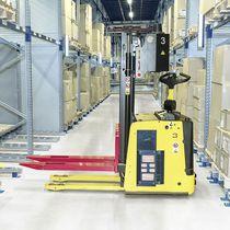 AGV per movimentazione / commissionatore / carrello elevatore con longheroni