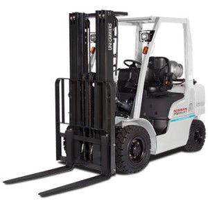 carrello elevatore su pneumatici / a GPL / a gas / con conducente seduto