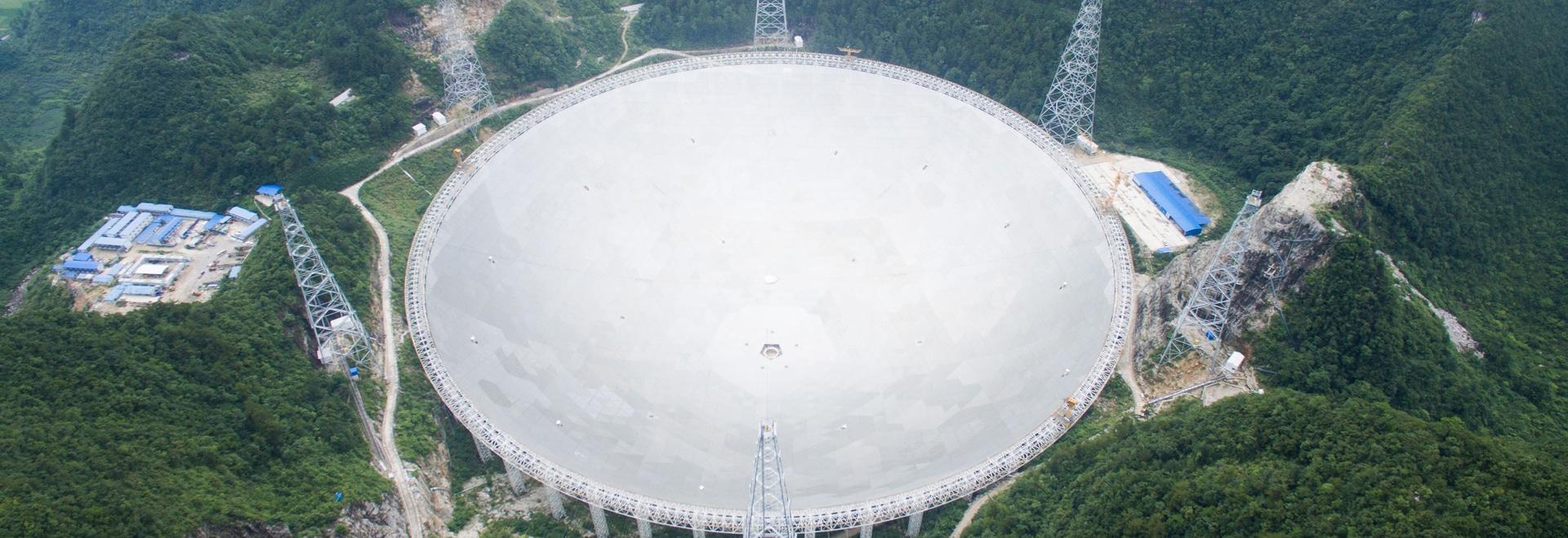 Il radiotelescopio sferico dell'apertura del Cinque-cento-metro (VELOCE)