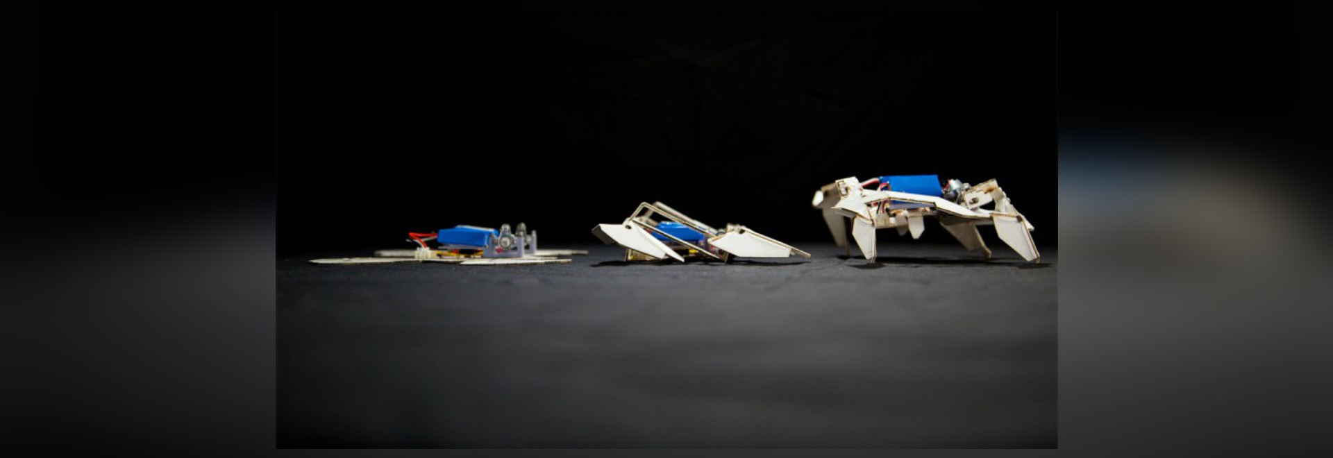 ROBOT DI TRASFORMAZIONE SELF-FOLDS E CAMMINATE DA SÈ