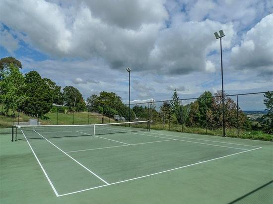 Alta luce dell'albero del LED nel campo da tennis, Australia