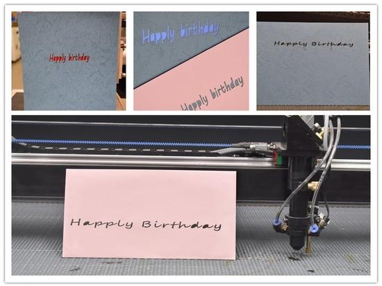 Cartolina d'auguri di nuovo anno felice tramite incisione laser