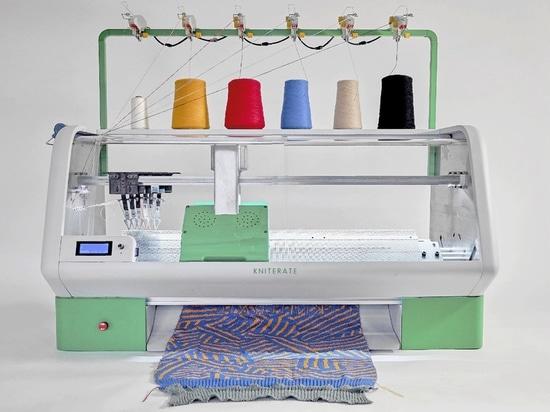 Una macchina per maglieria di New Digital