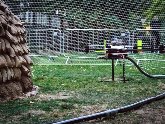 i fuchi dispruzzatura sviluppano il prototipo per le case di emergenza