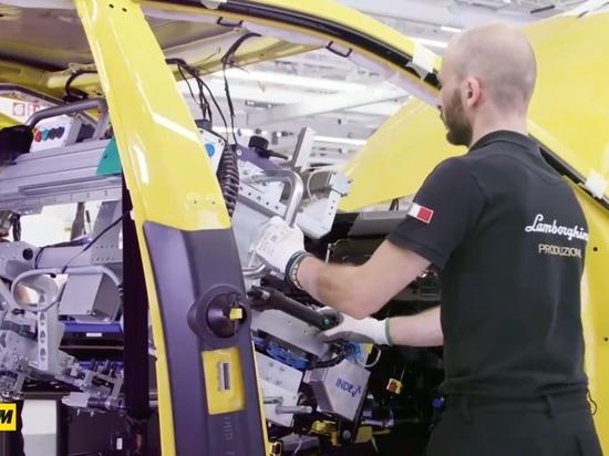Per la linea di produzione della nuova URUS, Lamborghini sceglie i manipolatori INDEVA®