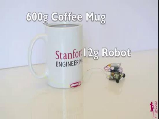 µTug: Il micro robot tira 2000 volte il relativo peso su vetro