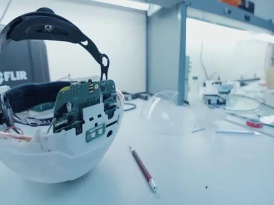 DAQRI: Fabbricazione del casco astuto