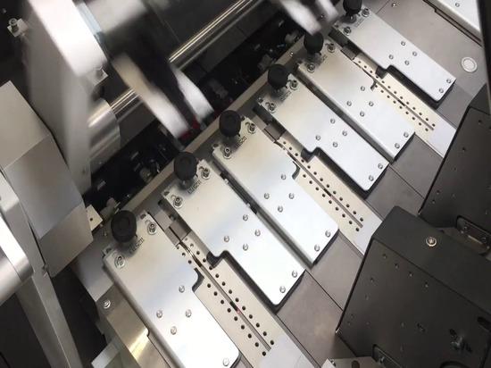 Dividella ACCELERATES packaging ad alta produttività con la nuova astucciatrice NeoTRAY di punta della NeoTRAY