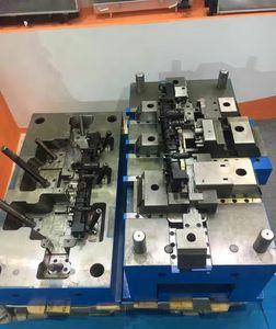 stampo per iniezione plastica multi cavità / a una cavità / a canali caldi / bicomponente