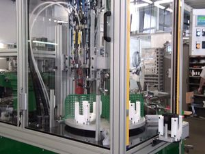 macchina di assemblaggio automatica