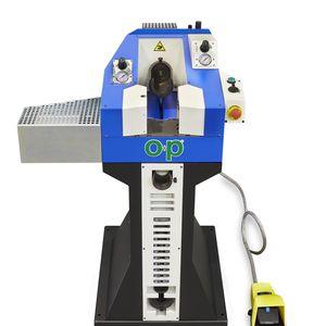 macchina per il premontaggio di raccordi su tubi flessibili