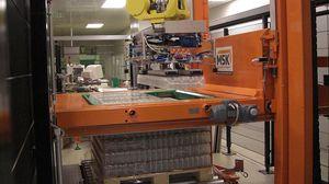 pallettizzatore a strati / robotizzato / per bottiglie / per contenitori in vetro