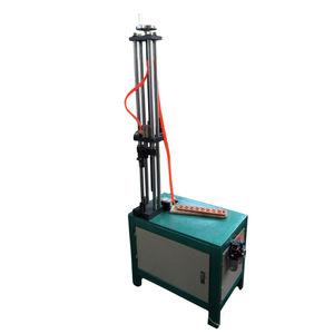 macchina piegatrice per tubi metallici