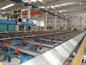 estrusione di metallo / alluminio / per profilati