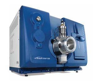 cromatografo in liquidi / da laboratorio / accoppiato a spettrometro di massa