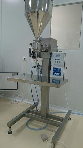 riempitrice per prodotti liquidi / multicontenitori / semiautomatica / a pistone