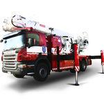 piattaforma telescopica montata su camion / per uso esterno / con braccio articolato / elettrica