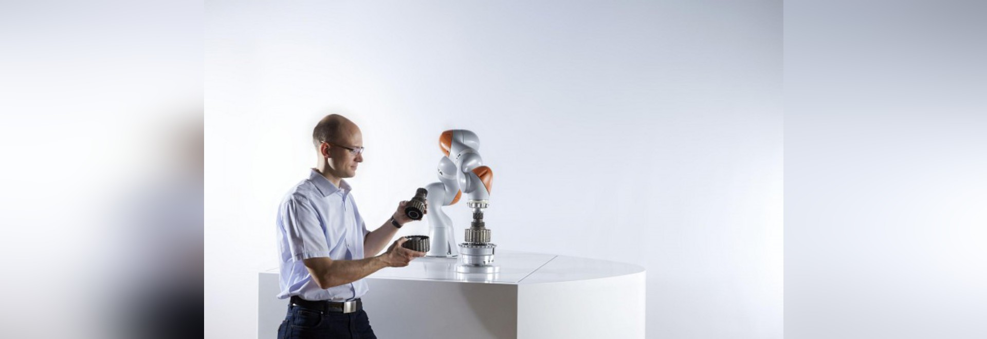 COBOTS: IL FUTURO DI COLLABORAZIONE DI HUMAN-ROBOT