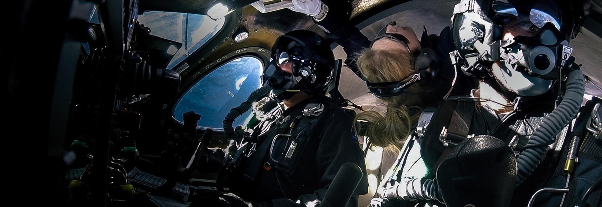Virgin Galactic fa lo spazio per seconda volta in dieci settimane con tre a bordo, raggiungendo le più alte altitudini e le velocità più veloci, poichè il programma di prova di volo continua