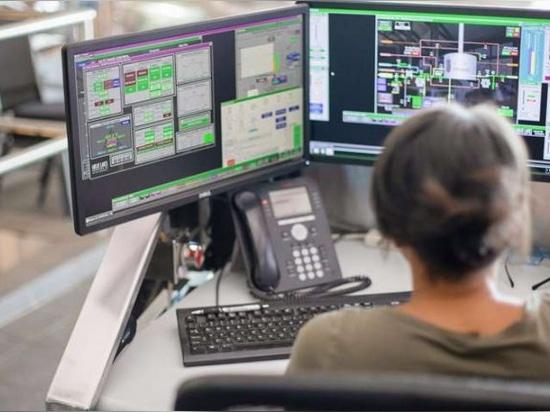 Il software FactoryTalk View SE consente agli utenti di accedere alle informazioni di sistema quasi in tempo reale