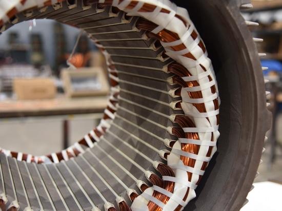 Alla Bornemann GmbH: Riparazione di uno statore trifase con nuovo avvolgimento dopo la pulizia termica da parte di SCHWING Technologies