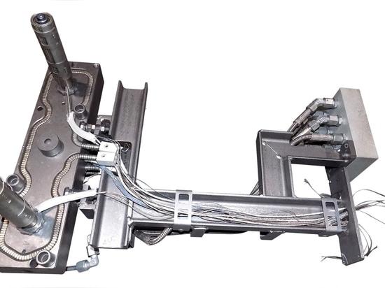 La pulizia di un sistema a canale caldo in un grande impianto di pirolisi (MAXICLEAN) richiede circa 4-8 ore - qui dopo la pulizia